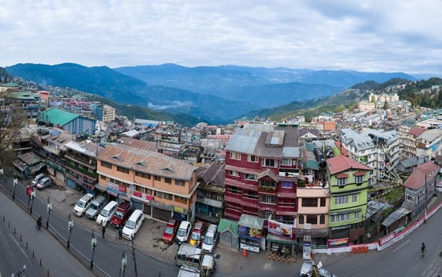 Shop And Eat In Darjeeling City