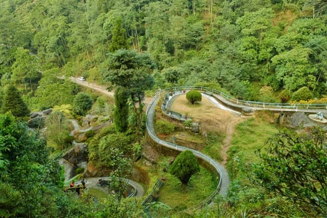 Best Tourist Place In Darjeeling: Rock Garden And Ganga Maiya Park