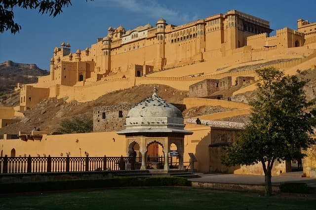 Cheap Jaipur Tour PackageLow Budget Tourist Places In India