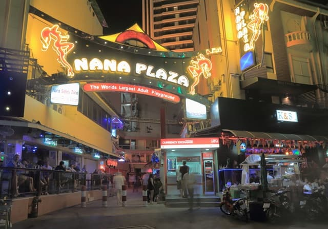 Nightlife In Bangkok For Singles: Nana Plaza