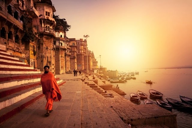 Places To Visit In Varanasi Tourism: Ghats: Temples