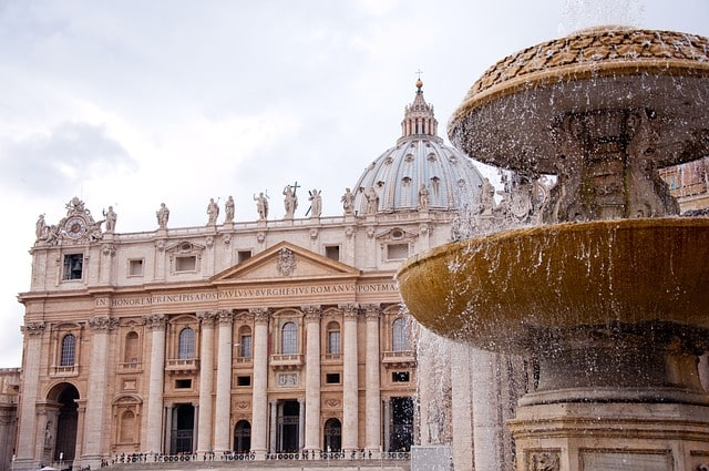 Observe The Optical Illusion Of The St Peter's Basilica Dome