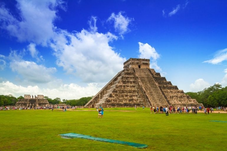 Travel Guide To Pyramid Of Chichen Itza: Seven Wonders Of The World